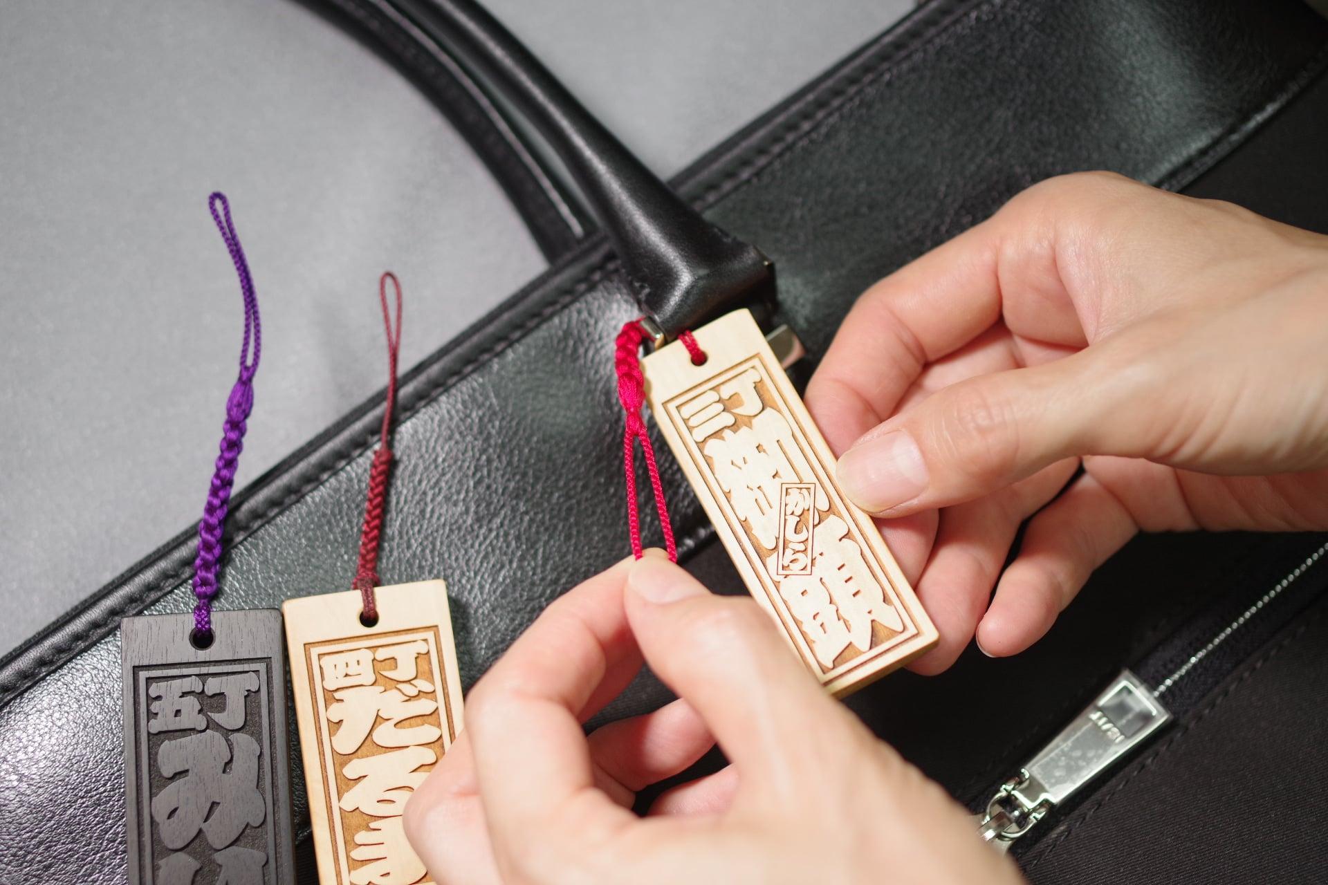 根付紐が回らない!ゴルフバック、ビジネス鞄に和風で丈夫な組紐「フダヤ手組結び」が人気。