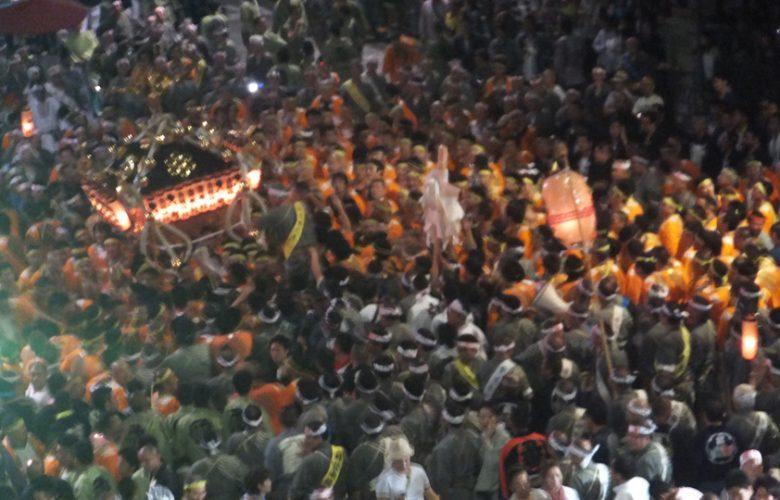 鳥越祭2012宮入宮元(オレンジ)